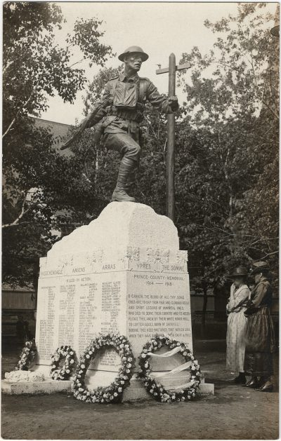 , Dominion Day 1922, monument unveiling in Dominion Park, Summerside. (3273), PEI Postcards